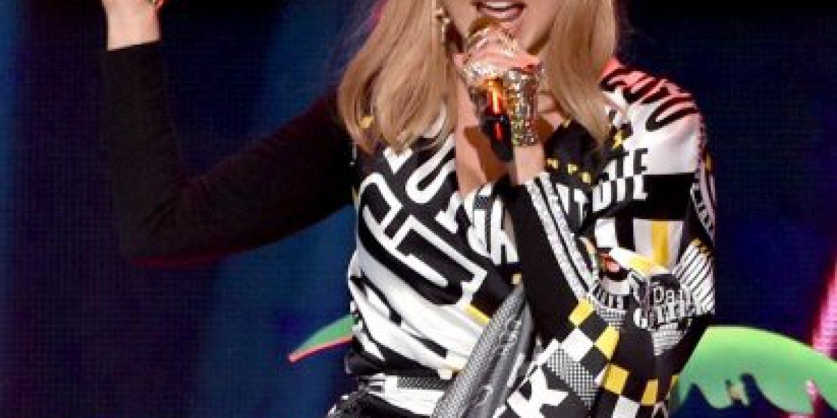 Fergie volvió con toda su sensualidad al escenario de los #AMAs2014