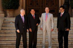 2008: Como Ministro de Asuntos Exteriores, acompañando al entonces Presidente Hugo Chávez a visitar al Rey Juan Carlos de España Foto:Getty Images. Imagen Por: