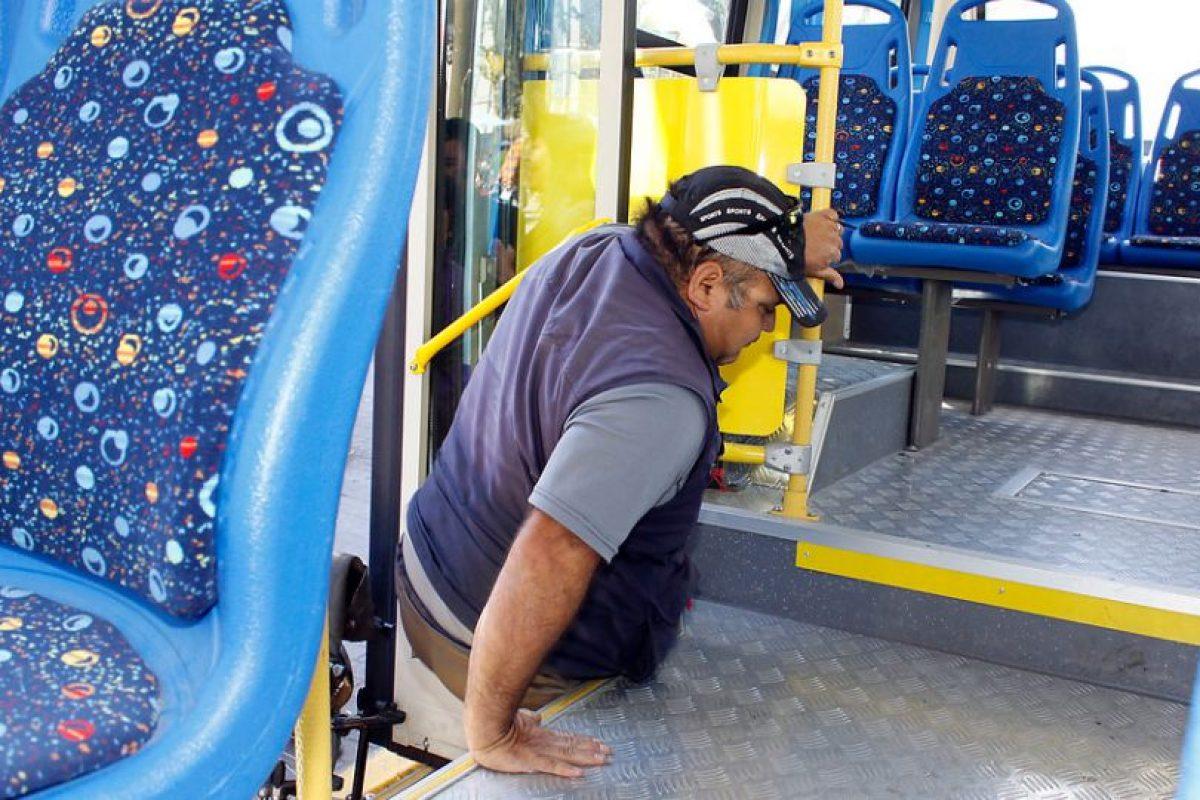 20% de los mayores de 35 años reconoce su problema de salud como una discapacidad. Las principales dificultades que presentan son ver o leer objetos pequeños incluso usando lentes (44%), o realizar movimientos bruscos o con fuerza (37%). Foto:Agencia UNO / Imagen Referencial. Imagen Por: