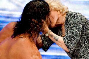 El Gran Khali y Mae Young Foto:WWE. Imagen Por: