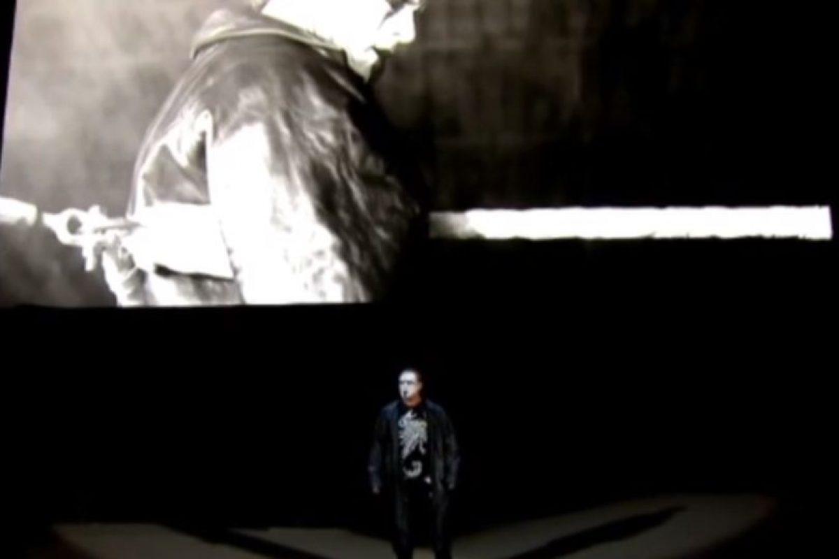Las luces se apagaron y un cuervo graznó, señal de que haría su debut en la WWE Foto:WWE. Imagen Por: