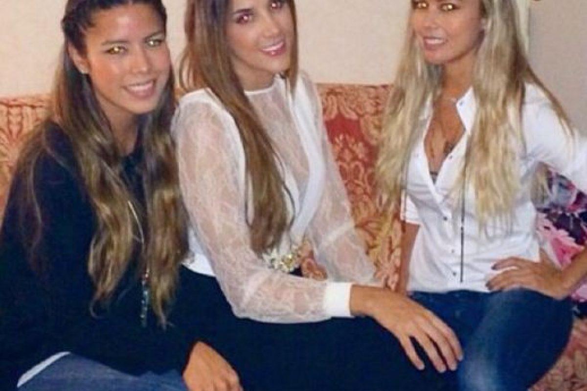Aquí está con dos amigas que crean diseños para ella. Foto:Instagram/Daniela Ospina. Imagen Por: