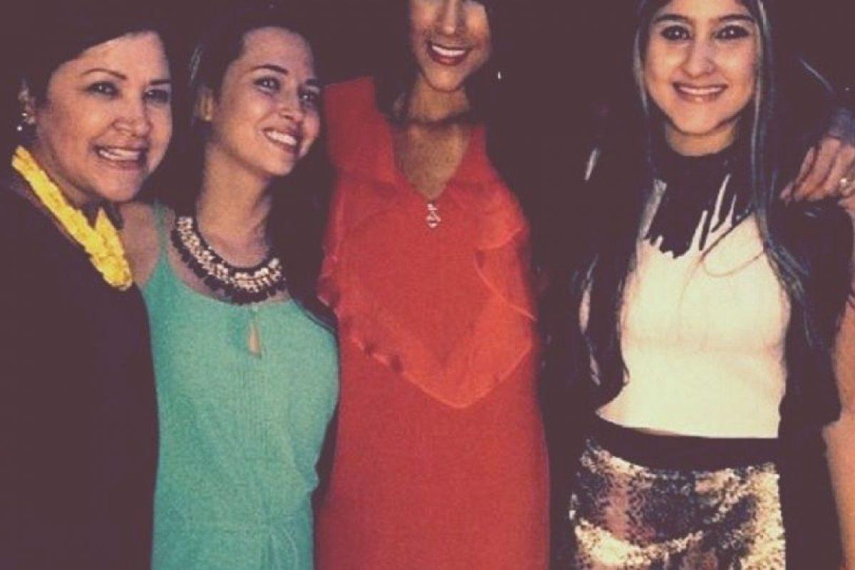 Con unas amigas, en una de sus primeras fotografías Foto:Instagram/Daniela Ospina. Imagen Por: