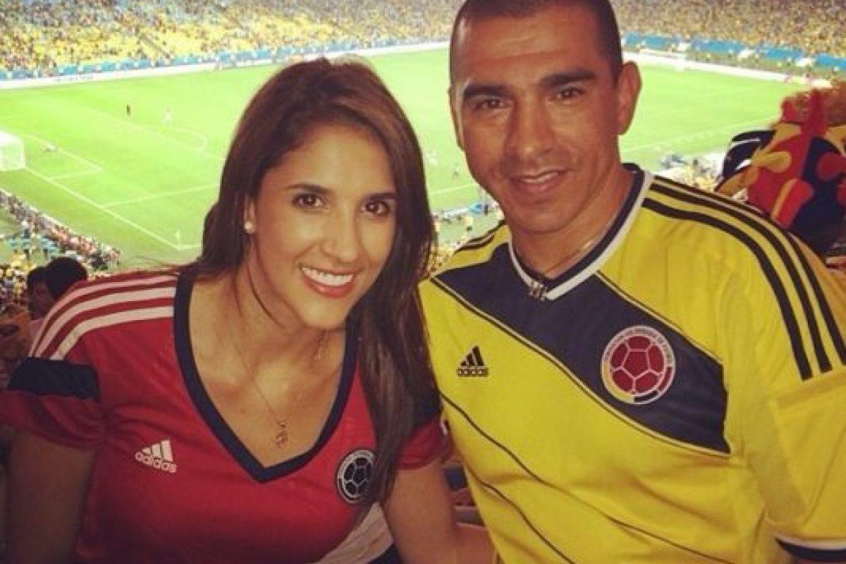 Con Victor Hugo Aristizábal, exjugador de la selección Colombia Foto:Instagram/Daniela Ospina. Imagen Por: