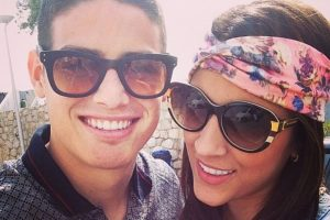 Con su esposo, James Rodríguez, en una foto antigua de Instagram Foto:Instagram/Daniela Ospina. Imagen Por: