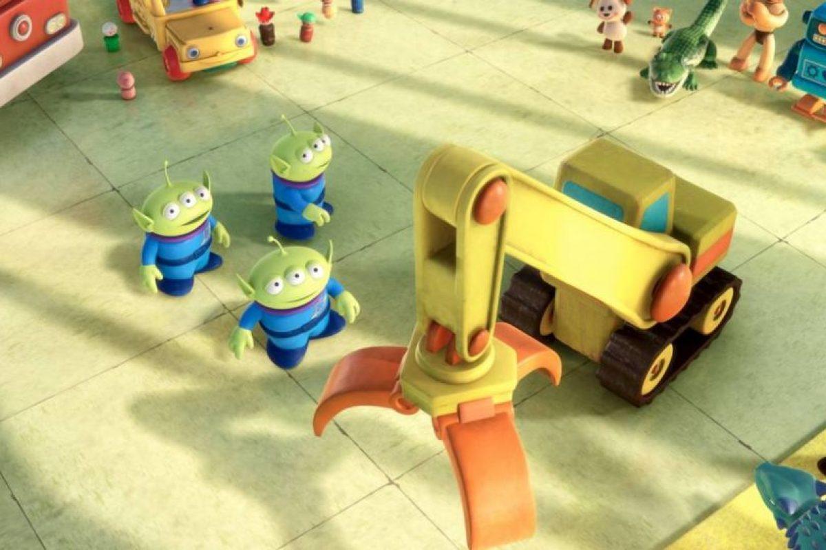 3.- La voz de los marcianos verdes se consigue aspirando un poco de helio Foto:Facebook/Toy Story. Imagen Por:
