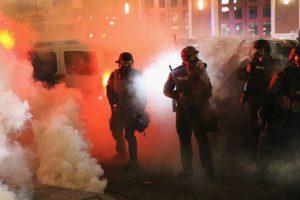 La tensión durante la noche de ayer en Ferguson Foto:Getty Images. Imagen Por: