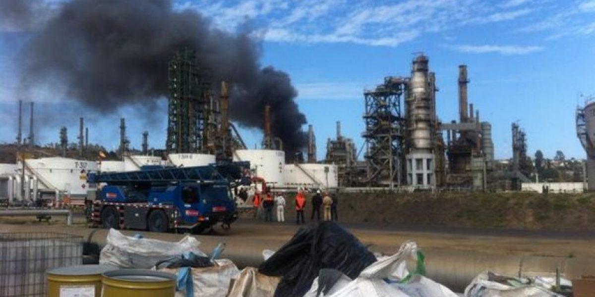 Dos personas heridas deja incendio que afectó a planta de ENAP en Concón