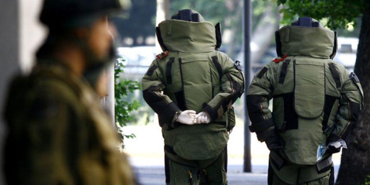 Extintores vacíos que aparentaban ser bombas movilizaron al GOPE en dos puntos de Santiago
