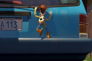 """6.- La camioneta que conduce la mamá de Andy tiene las placas: """"A113"""", este es el número del salón donde John Lasseter, Brad Bird, Pete Docter y Andrew Stanton tomaban clases en Pixar. Foto:Twitter. Imagen Por:"""