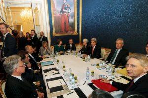 Las discusiones tomaron muchas horas. Foto:AP. Imagen Por: