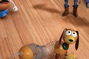 """15.- Blake Clark prestó su voz a """"Slinky Dog"""" después de que Jim Varney muriera en el año 2000 Foto:Facebook/Toy Story. Imagen Por:"""