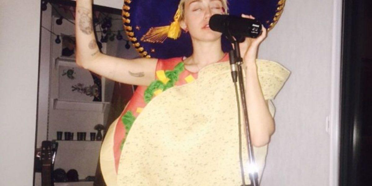 FOTO: Miley Cyrus llega al estudio de grabación disfrazada de taco