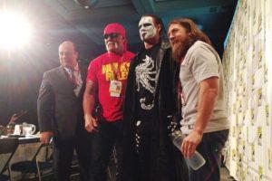 La leyenda viviente debutó en la WWE en el pasado Survivor Series Foto:WWE. Imagen Por: