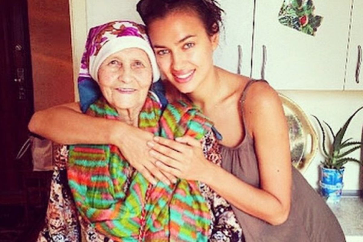 Irina Shayk junto a su abuela. Foto:instagram.com/irinashayk. Imagen Por: