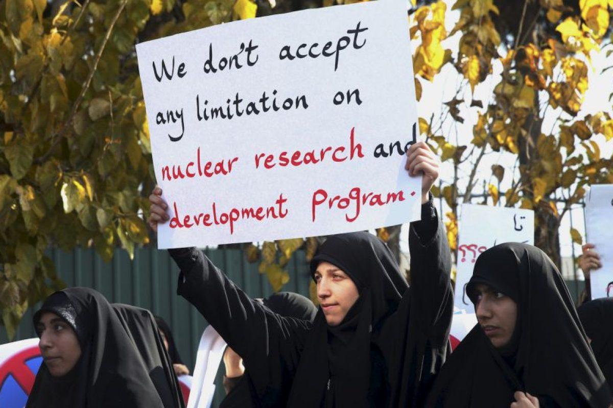 """Las pancartas decían: """"Nunca vamos a permitir que se pare el crecimiento científico del país"""". Foto:AP. Imagen Por:"""