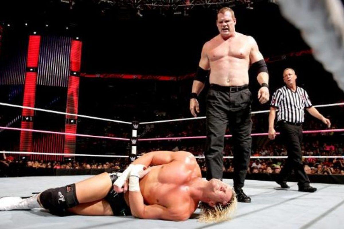 En su papel de corporativo Foto:WWE. Imagen Por: