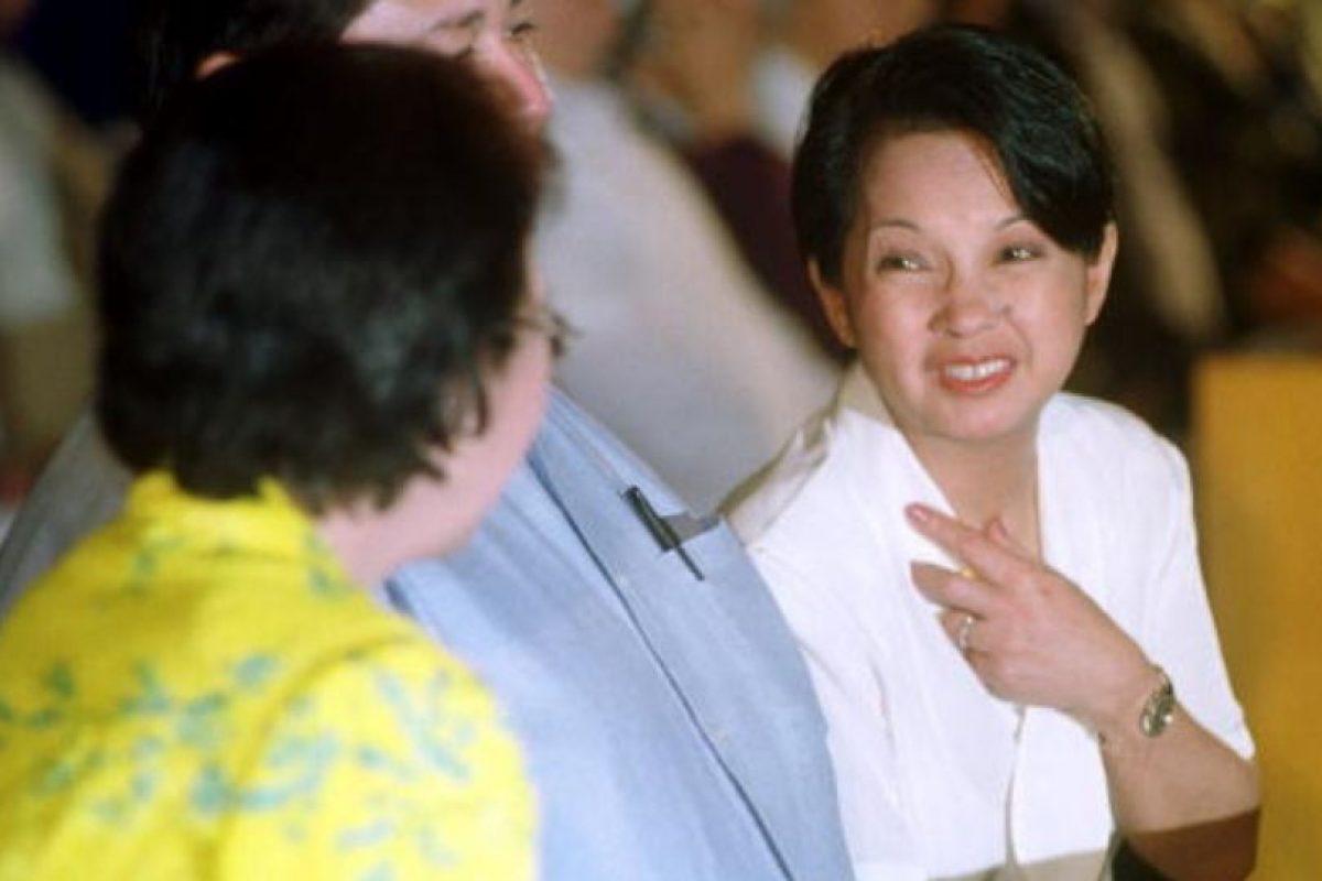 Ella luego fue presidenta de Filipinas y restauró el país. Foto:Getty Images. Imagen Por: