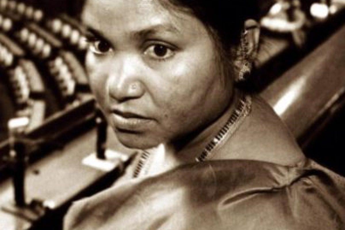 Phoolan Devi fue una bandolera india que destruyó aldeas y organizó masacres contra las altas castas de su país. Se entregó en los años 90 Foto:Wikipedia. Imagen Por: