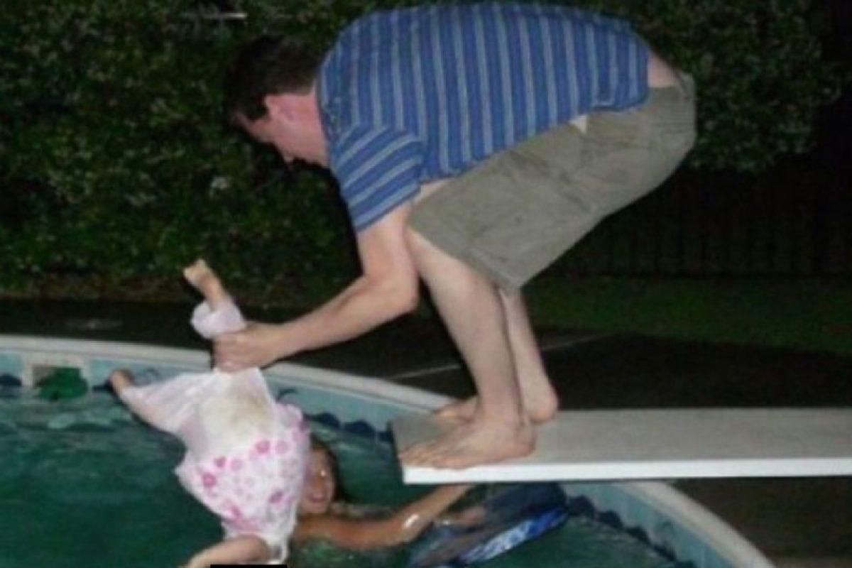 Aprende a nadar, hija mía Foto:Facebook. Imagen Por: