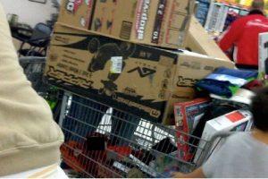 Debajo del carrito de supermercado Foto:Oddee. Imagen Por: