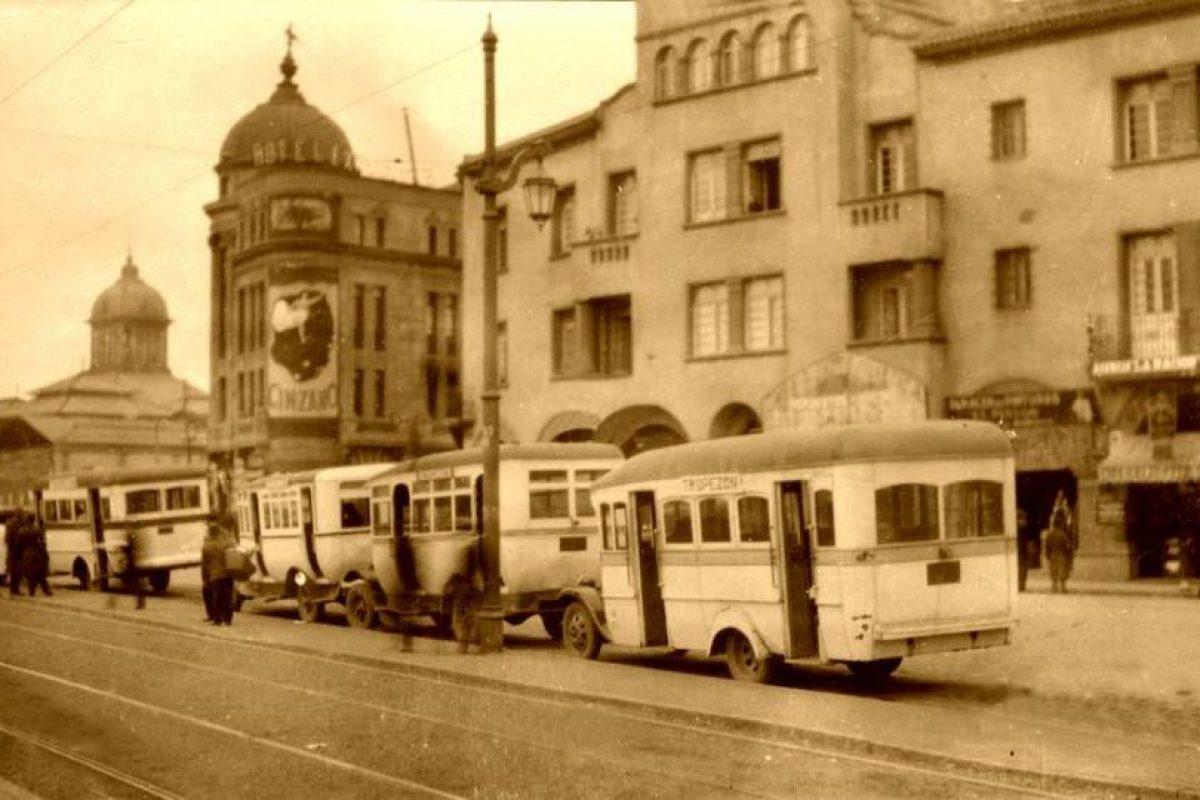 Paradero de micros Tropezón en Mapocho, sector Mercado Central de Santiago en 1931. Foto:Fotos Históricas de Chile. Imagen Por: