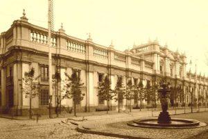 Vista del Palacio de La Moneda de Santiago en el año 1894. (Color Maui Gacitúa) Foto:Fotos Históricas de Chile. Imagen Por: