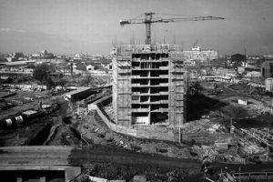 Construcción de la remodelación Torres de San Borja, en Foto:Fotos Históricas de Chile. Imagen Por: