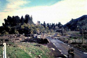 Vista de Avenida Américo Vespucio con La Pirámide. Foto:Fotos Históricas de Chile. Imagen Por: