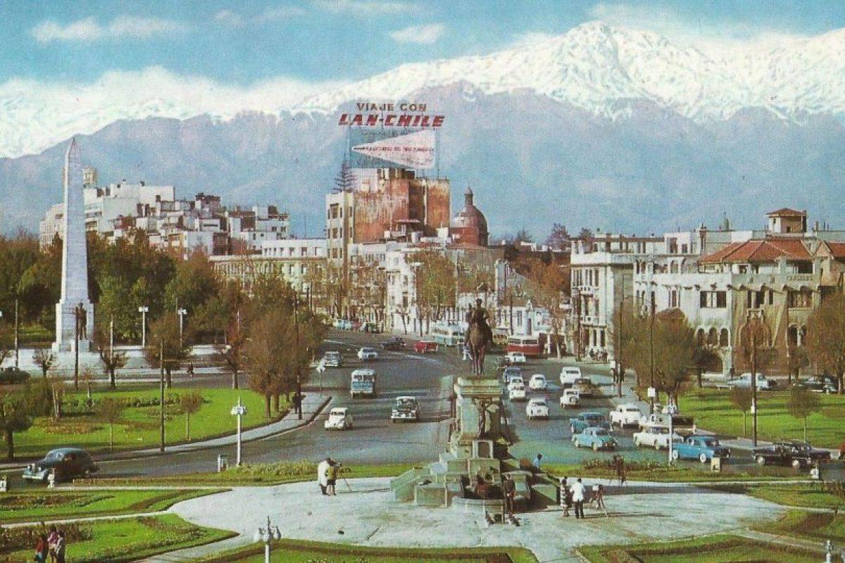 Así era la Plaza Baquedano, o Plaza Italia, en los años '70. Foto:Fotos Históricas de Chile. Imagen Por: