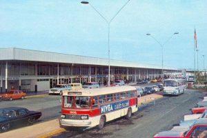 Vista instalaciones Aeropuerto de Pudahuel, 1980. Foto:Fotos Históricas de Chile. Imagen Por: