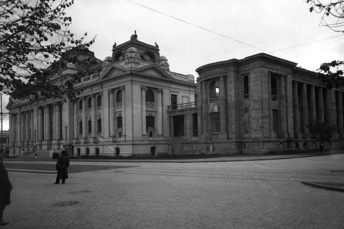 Vista de Alameda de Las Delicias y Biblioteca Nacional de Santiago en 1923. Foto:Fotos Históricas de Chile. Imagen Por: