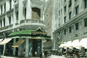 Vista de la Casa Hombo, calle Ahumada con Nueva York de Santiago en enero de 1927. Foto:Fotos Históricas de Chile. Imagen Por: