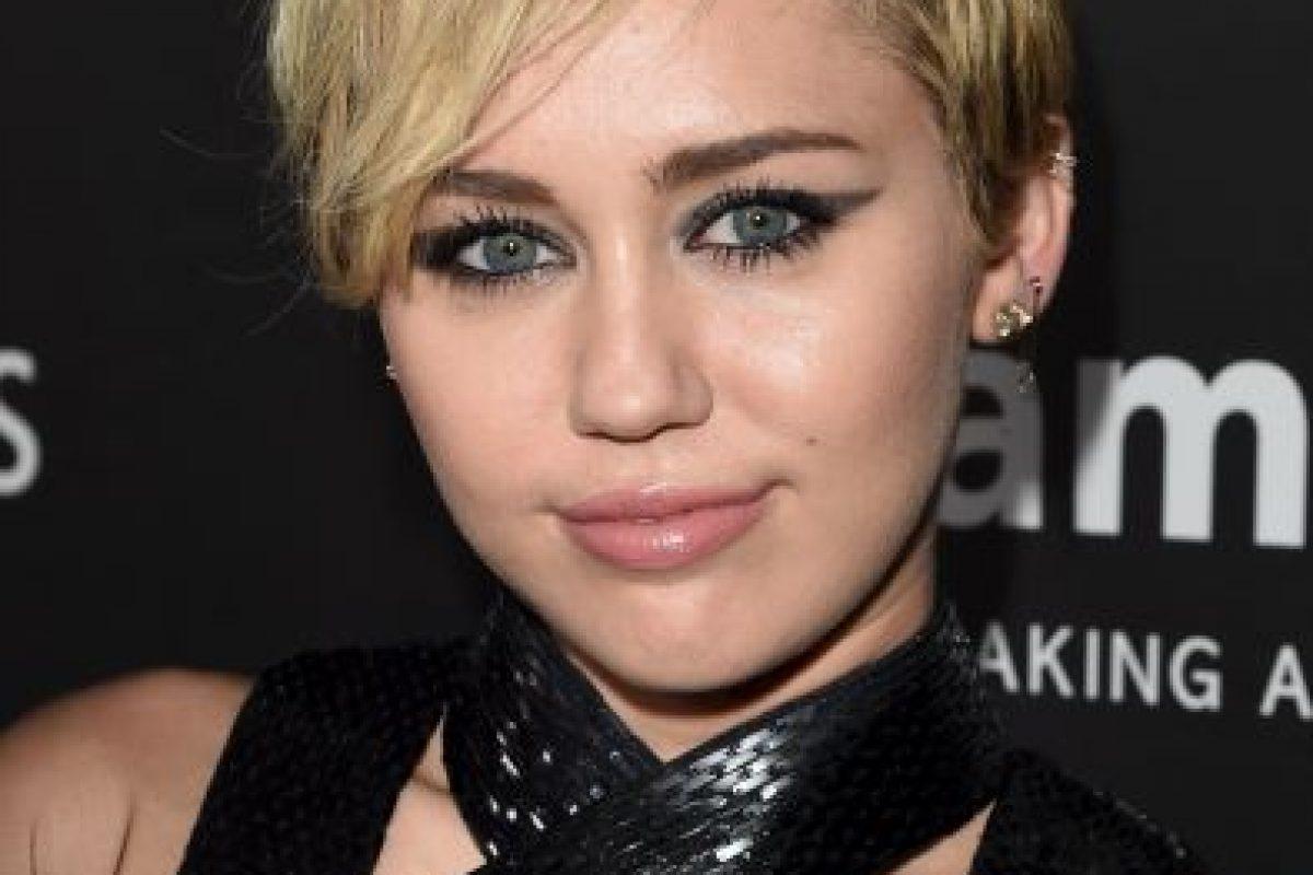 """Cyrus empezó a cultivar una imagen más adulta en 2009 tras el lanzamiento de su primer EP, """"The Time of Our Lives"""" Foto:Getty Images. Imagen Por:"""