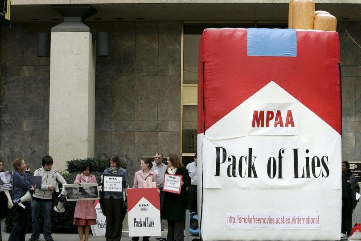 1. El consumo de tabaco es uno de los principales factores de riesgo de varias enfermedades crónicas, como el cáncer y las enfermedades pulmonares y cardiovasculares. Foto:Getty Images. Imagen Por: