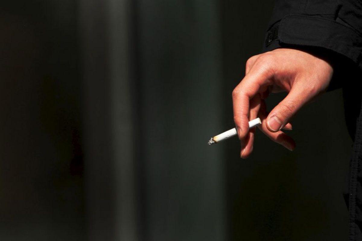 2. Varios países disponen de leyes que restringen la publicidad del tabaco, regulan quién puede comprar y consumir productos del tabaco, y dónde se puede fumar. Foto:Getty Images. Imagen Por: