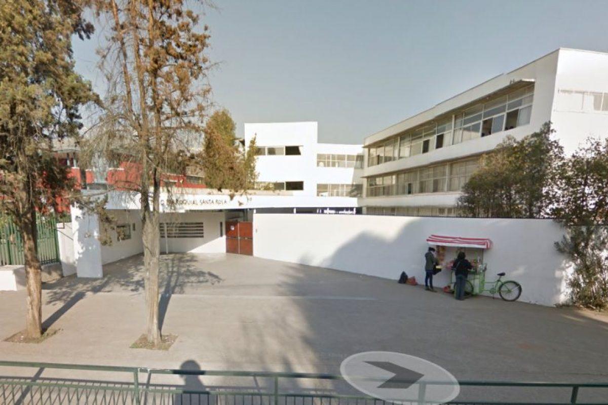 Santiago, invierno de 1980.Así está ahora la calle Raúl Labbé en la comuna de Lo Barnechea, actualmente se ubica en el lugar el Colegio Parroquial Santa Rosa. Foto:Google Street View. Imagen Por: