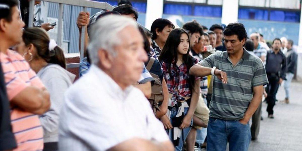Largas filas en Registro Civil de Santiago por paro de la ANEF