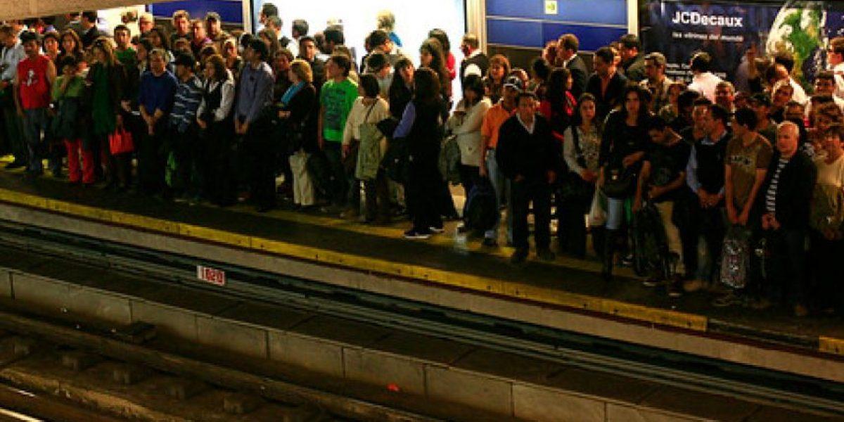 Suspenden servicio expreso en Línea 4 del Metro y se generan retrasos de hasta 15 minutos