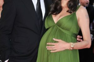 En 2008, la pareja estaba en la espera de los mellizos Knox León y Vivienne Marcheline. Foto:Getty Images. Imagen Por: