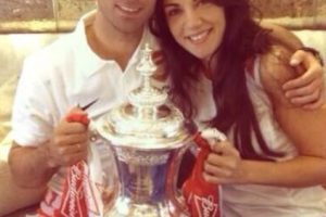 Mikel Arteta y Lorena Bernal. Foto:twitter.com/LoBer99. Imagen Por: