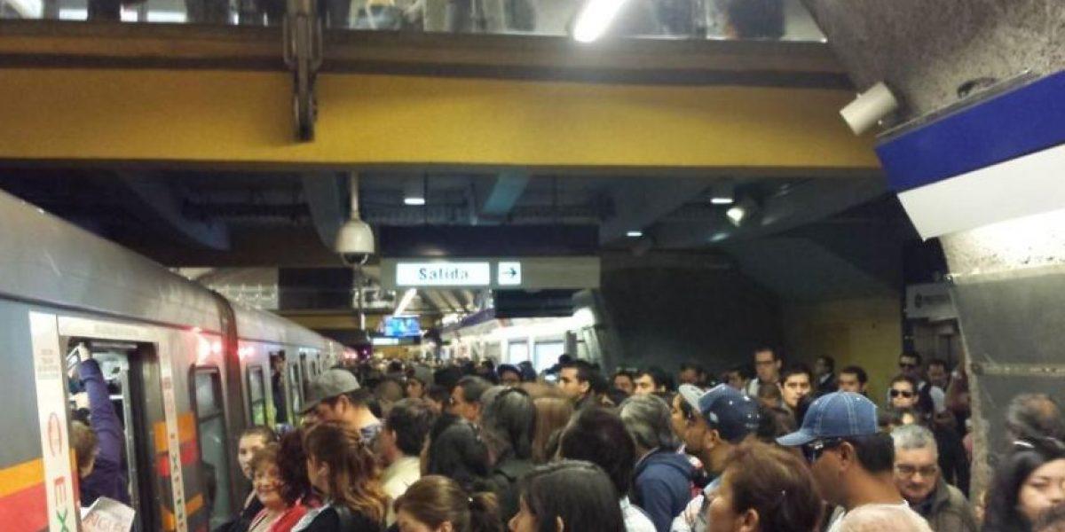 Fallas en pilotaje automático aumentan retrasos hasta a 40 minutos en Línea 4 del Metro