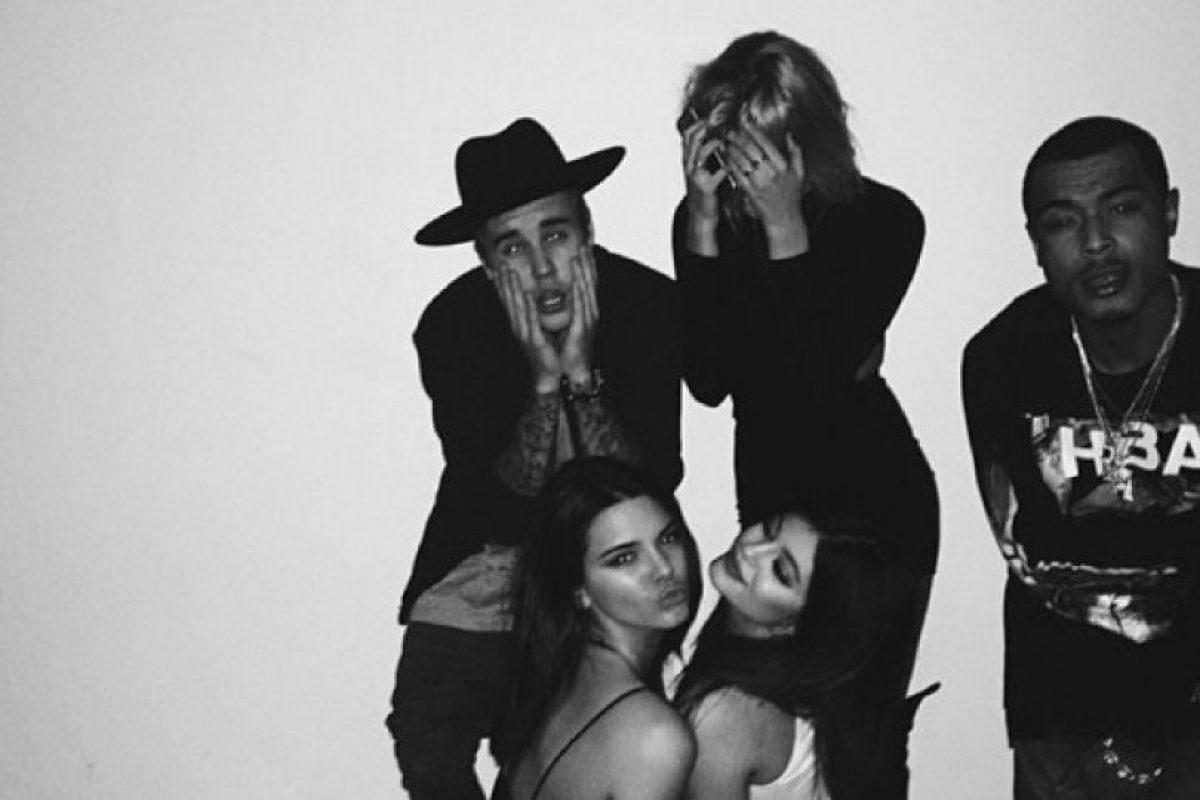 Justin Bieber, Hailey Baldwin, Kendall Jenner, Kylie Jenner y un amigo del canadiense Foto:Instagram. Imagen Por: