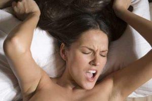 Es importante hablar de este tema fuera del dormitorio, ya que por razones externas a la relación, como el estrés del trabajo o un mal día, podemos sentirnos indispuestos a tener sexo. Foto:Pixabay. Imagen Por: