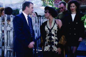 Kevin Costner supo que quería a Whitney Houston para el rol de Rachel. Ella no estaba segura de tomar el papel. Su indecisión llegó a tal grado, que Costner esperó un año por ella. Hasta que lo aceptó, ya que vio a Rachel como una mujer empoderada. Foto:Warner Bros. Imagen Por: