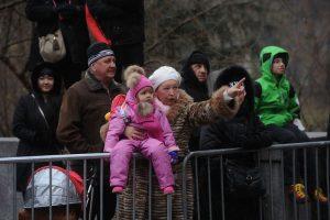 En su versión número 87, el tradicional desfile del Día de Acción de Gracias se toma las calles de Nueva York. Los integrantes de Kiss, Gene Simmons y Paul Stanley, recorrieron la ciudad en compañía de los clásicos globos de Hello Kitty, Bob Esponja, Ronald McDonalds y otros personajes. Foto:AFP. Imagen Por: