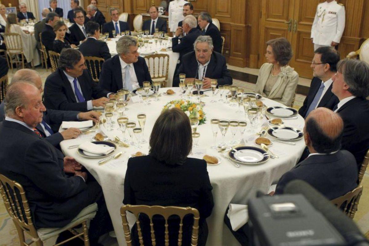 Compartiendo con los reyes de España y el jefe de Gobierno de ese país Foto:Getty Images. Imagen Por: