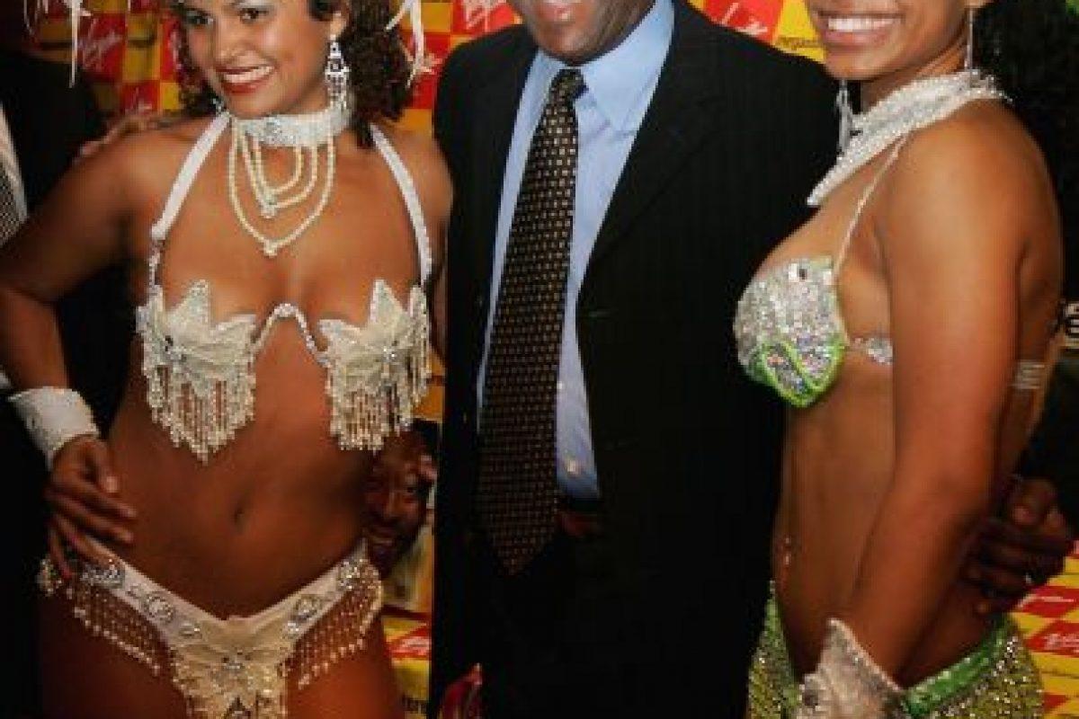 Pelé con artistas del Carnaval de Río de Janeiro. Foto:Getty Images. Imagen Por: