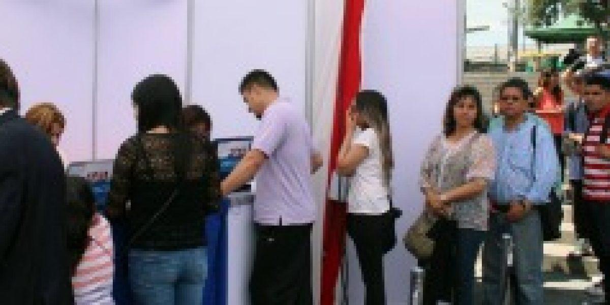 Feria laboral de Maipú reunió a más de cinco mil personas en busca de empleo