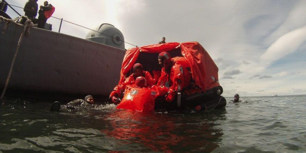 Estrecho de Magallanes: Aviadores navales realizan entrenamiento en supervivencia